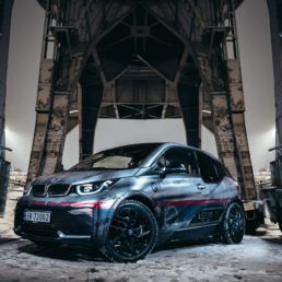 BMW i3 spesialdesign printet på 3M 180mC-120 sølv metallic folie, foto
